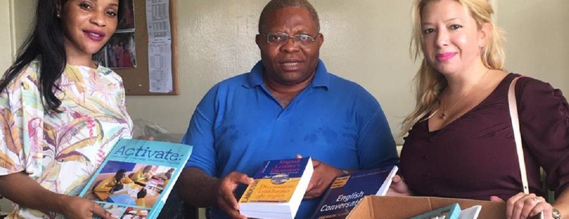 La Embajada Apoya La Educación Mediante La Donación De Libros